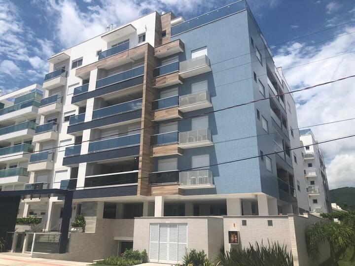 67-Apartamento duplex a 250 metros da praia