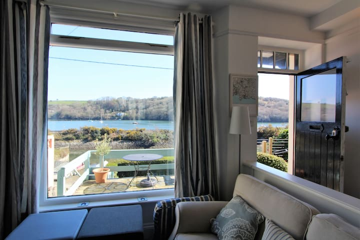 Harbour House: Riverside Cottage In Golant