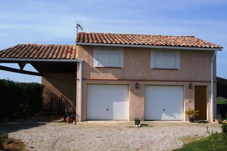 Appartement calme et conviviale - Montans - Ferienunterkunft