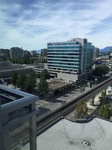 Top Floor w/views 2 bedrooms, 2 baths & 1 parking