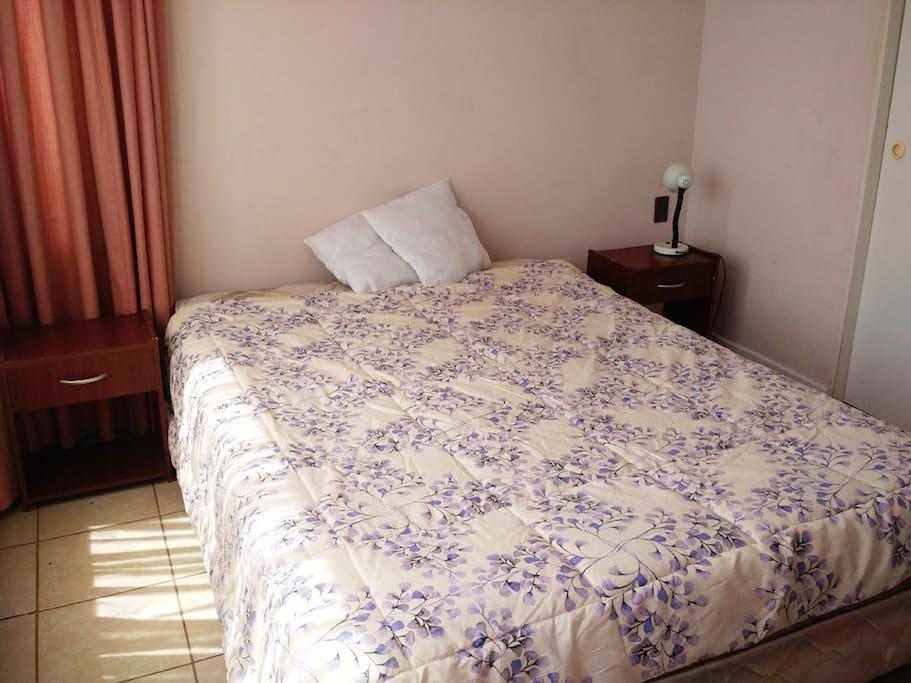 Dormitorio principal con vista oriente