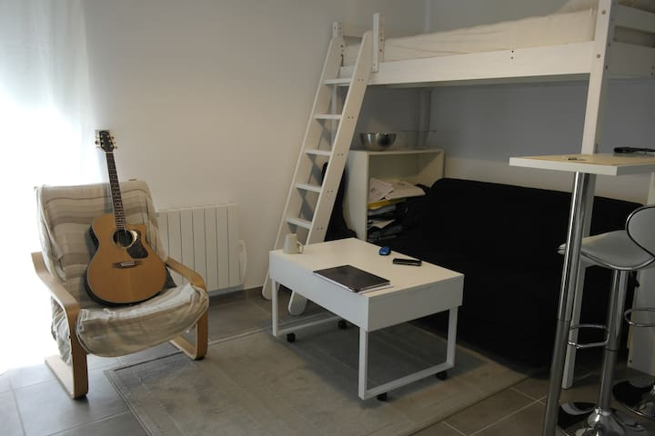 Calm Studio 15mins from city center+free parking