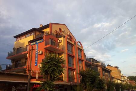 Apart Hotel Primavera 2 - Primorsko - Bed & Breakfast