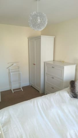 Cosy Double Room in modern property