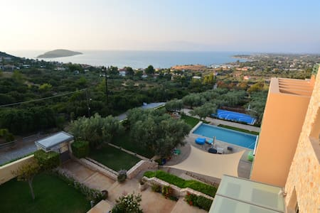 The Mediterranean Estate with stunning views - Drosia - Hus