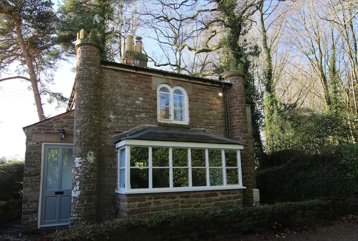 Grade II Listed Underdean Lodge