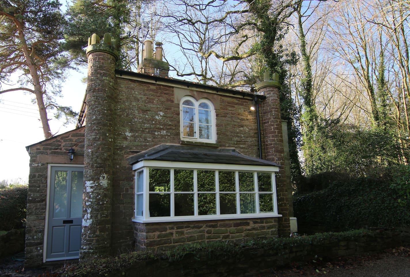 1820s restored Georgian gate house.