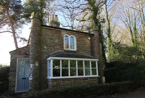 Grade II Listed Underdean Lodge
