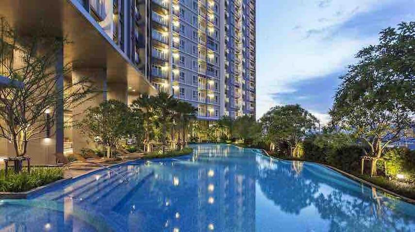 曼谷湄南河摩天轮夜市附近高层景观两房公寓