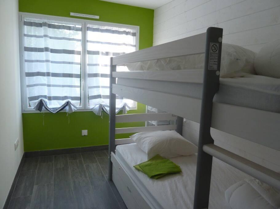 Chambre aux 3 lits superposés
