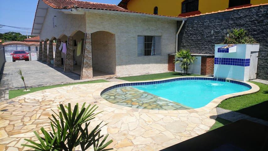 Casa em Mongaguá com Wifi