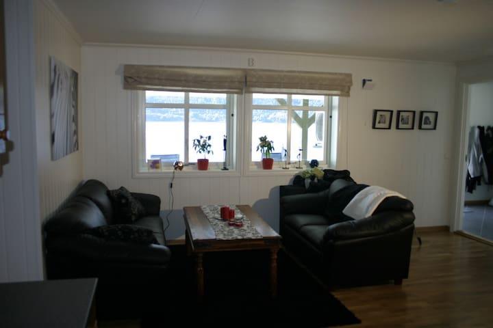 Schönes Apartment mit Boot direkt am Fjord - Vindafjord - Leilighet