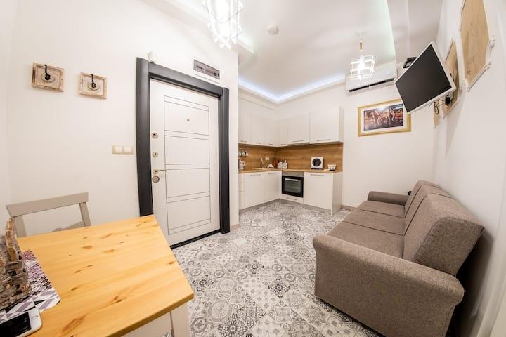 Sofia Pearl Life Apartment