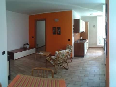 Bel appartement de deux chambres dans le centre