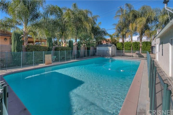 Spacious guest house with luxury bed and huge pool - Los Angeles - Maison