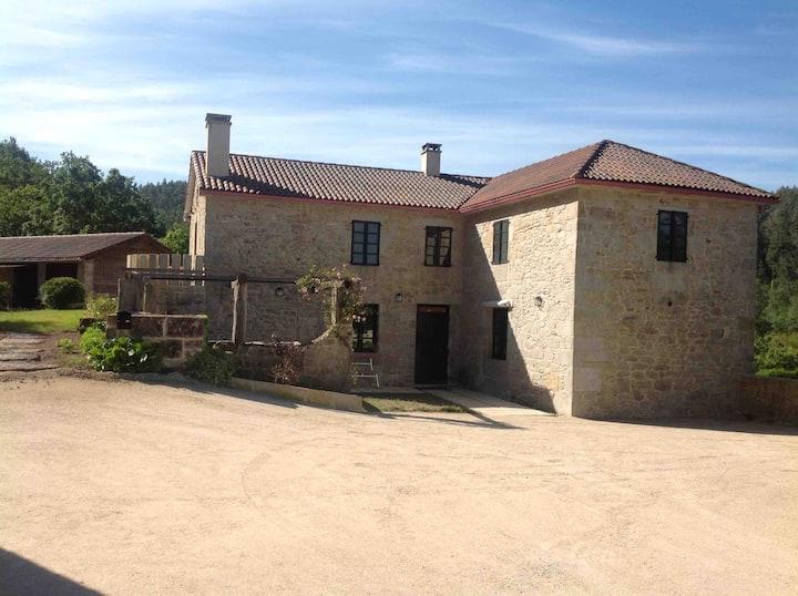 La Casa Roxa, naturaleza a 12kms. del mar