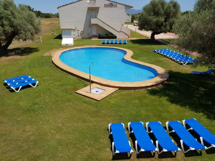 Sunny Front Line Golf Apartment with Amazing pools