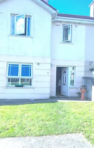 2 lovely rooms available in a large spacious house - Enniscorthy