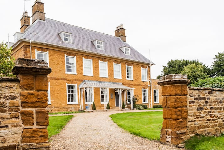 Boutique Historical Country House  Catesby Suite