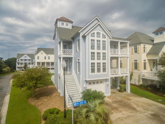 Beautiful 3 Story Beach House with pool access!