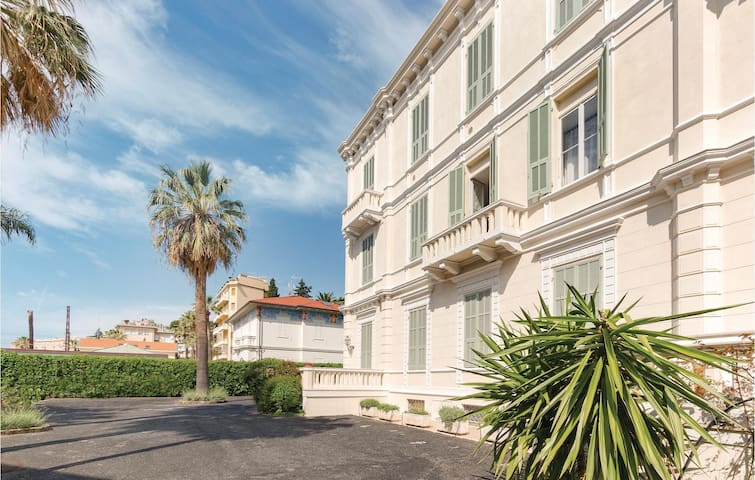 Holiday apartment with 1 bedroom on 50m² in Sanremo -IM-