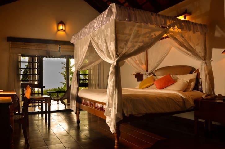 Relax at Lake View Villa at Venice of the East..!! - Alappuzha - Villa