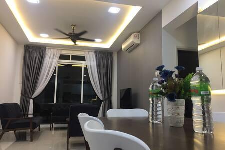 5 Guests Condo with Sea View - Johor Bahru