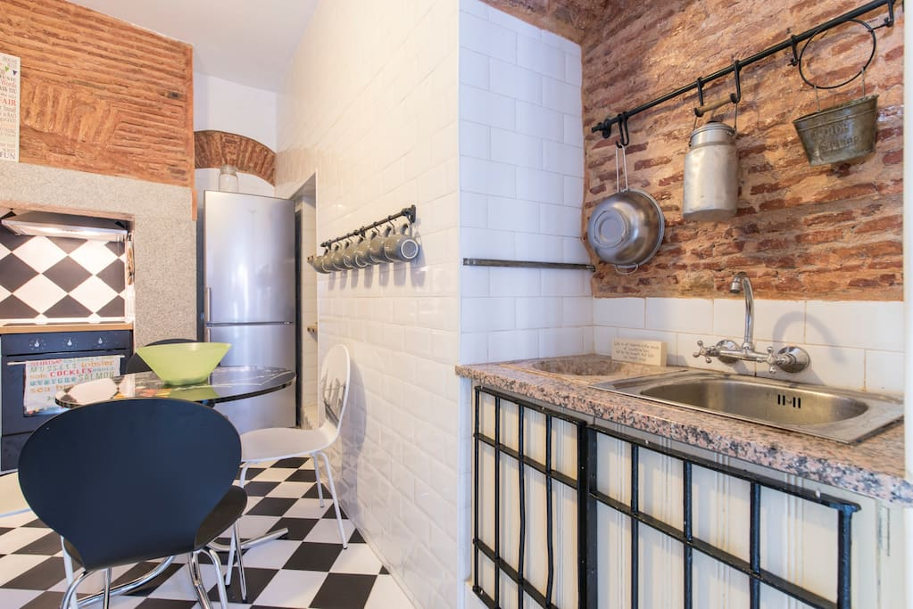 traditional kitchen - fully equipped