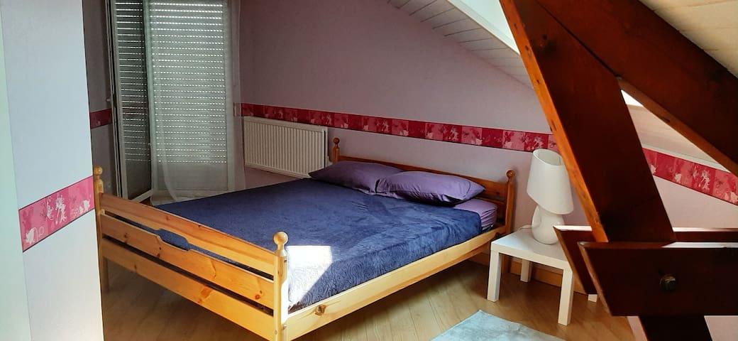 Chambre 2 Un lit double  vue piscine,chaîne des montagnes&terrasse