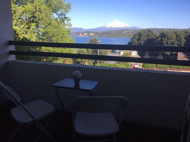 Espectacular vista al lago y volcán Villarrica!