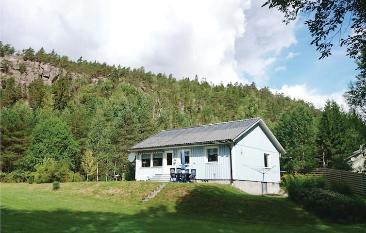 Holiday cottage with 2 bedrooms on 82 m² in Strömstad