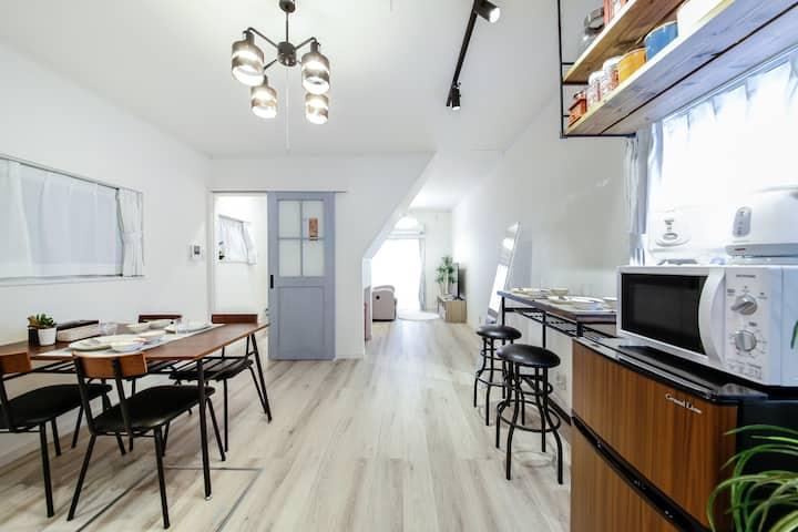 3LDK House [70m2]/8 people/7 min to Umeda St.