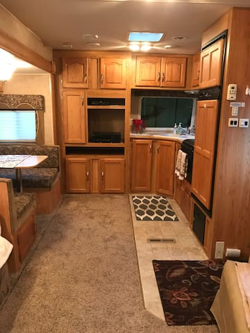 RV fully furnished, near the Clatskanie river! TV