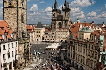 NICE ROOM 10 MINUTES WALK TO THE OLD TOWN SQUARE - Prag - Wohnung