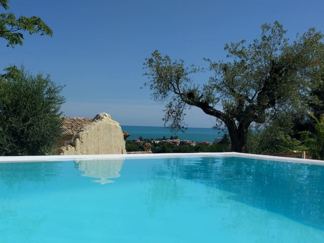 Villa Picena,with private pool overlooking the sea