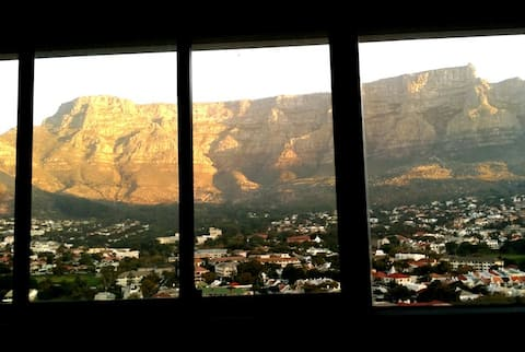 Stunning view of Table Mountain! Free parking.