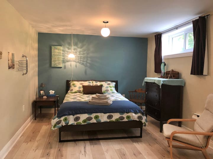 Private Bedroom & Bath. Bed&Breakfast. Patio