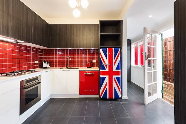 REdTRO house. LONDON calling. PRICE REDUCTION