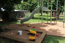 Travelling with kids? No problem! Full playground, cubby house, swing set, swimming pool. trampoline, kids bikes all available to use. Farm animals including pigs, cows and chooks ready to feed.