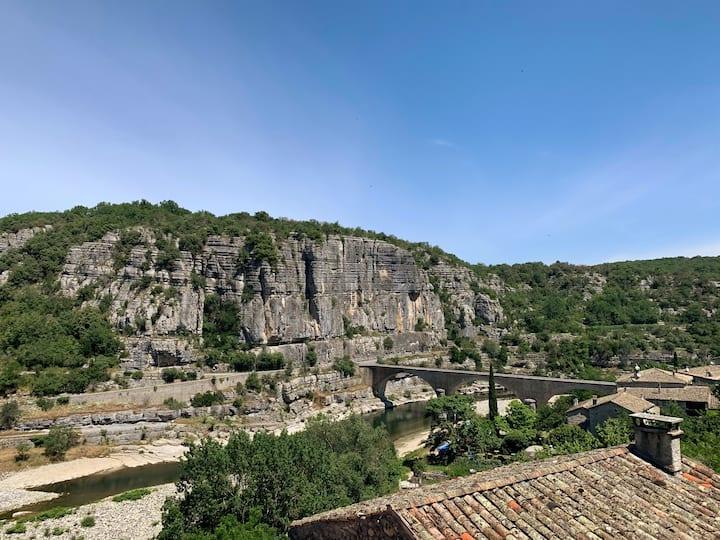 Balazuc : Maison de village en pierre