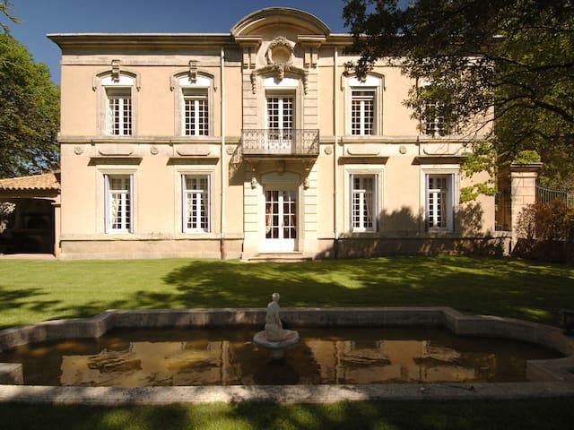 Chateau du Puits es Pratx 02 Turco bedroom