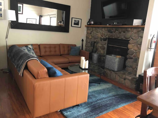 Mammoth Lakes Condo  LOCAL MONTHLY RENTALS ONLY