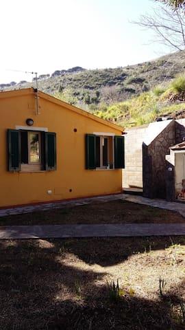 Villino  con  giardino. - Rio Nell'elba - House