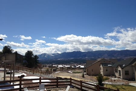 Close to the Academy, amazing views of Pike's Peak - Monument - 独立屋