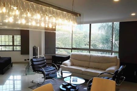 LUXURY Apartment in Rodeo with JACUZZI - Medellín