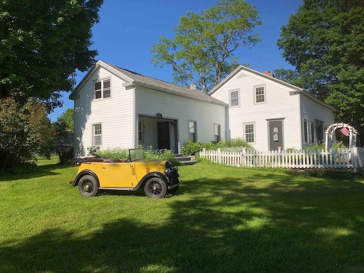 Historic 18th Century Farmhouse - Private Suite