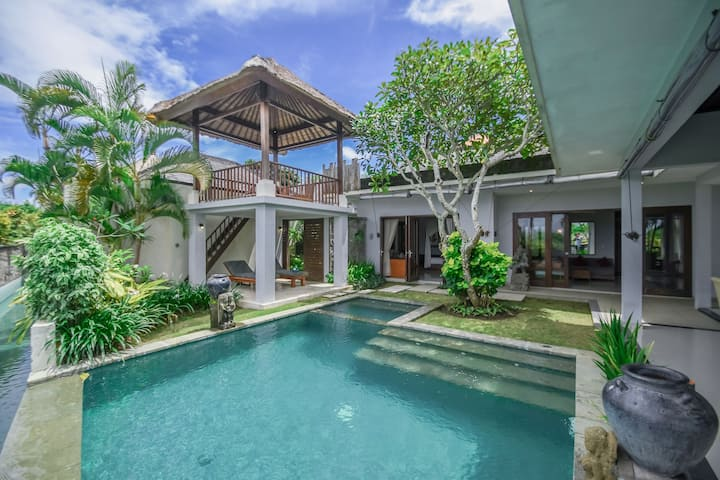 Amazing Private PoolVilla w/ Kitchen in Bukit