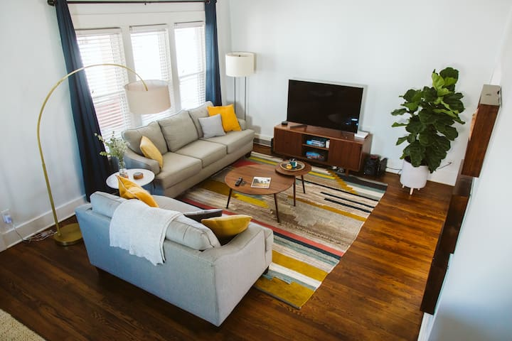 Modern, Cozy Home in Historic Dundee