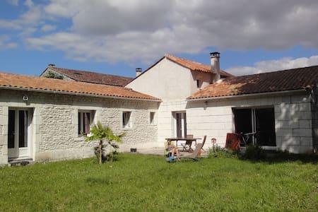 Chambre paisible a louer - Salignac-sur-Charente