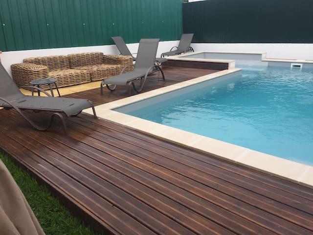 Casa Férias  piscina e Jacuzzi  5 minutos da praia